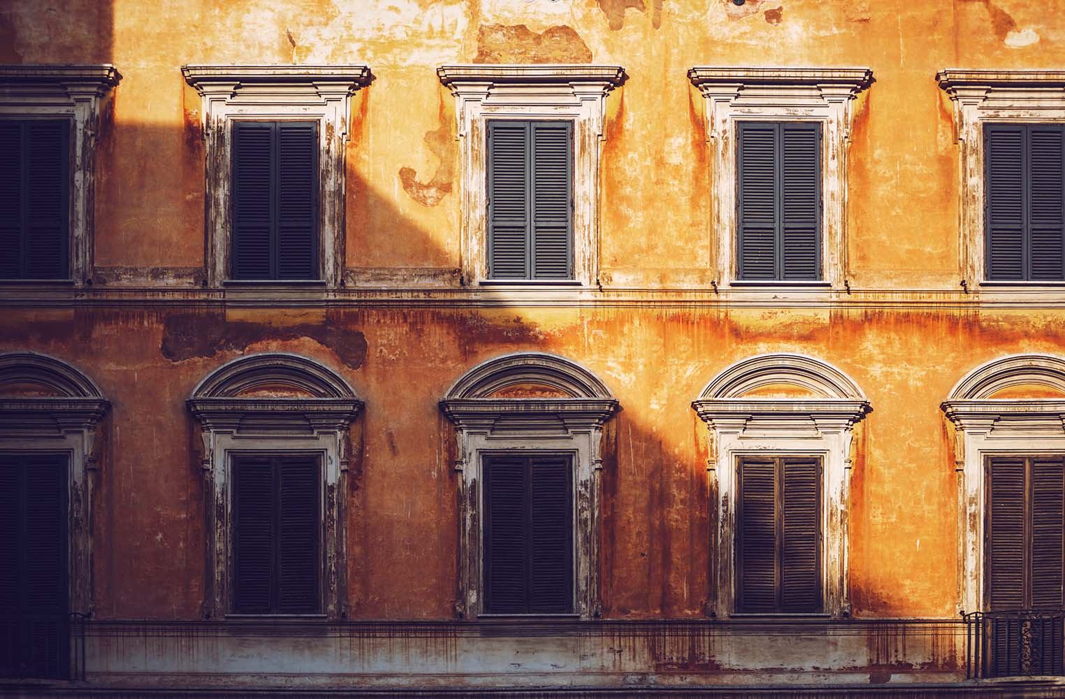Typical Italian building, Rome, Italy: Texture background